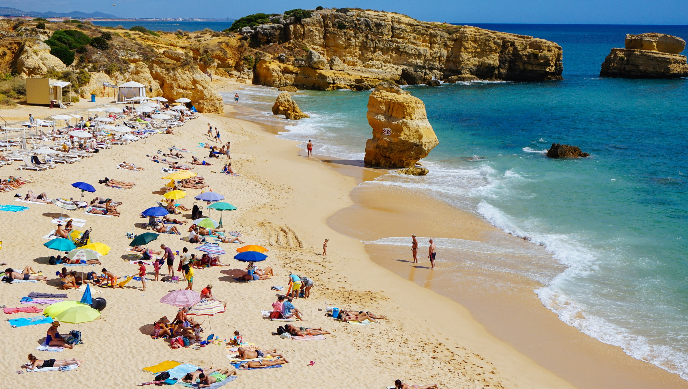 9 Seaside Destinations In Algarve To Add To Your Bucket List // Summer Destinations // WarmRental