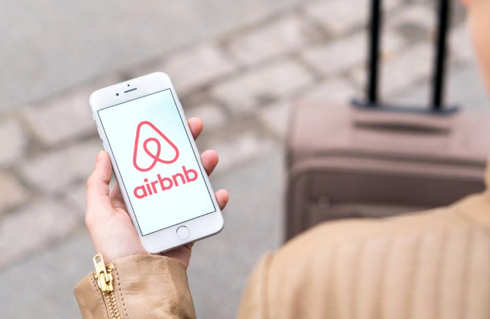 O Guia Completo Para Se Tornar Um Anfitrião no Airbnb. Proprietário Alojamento Local. Anfitrião Airbnb // WarmRental
