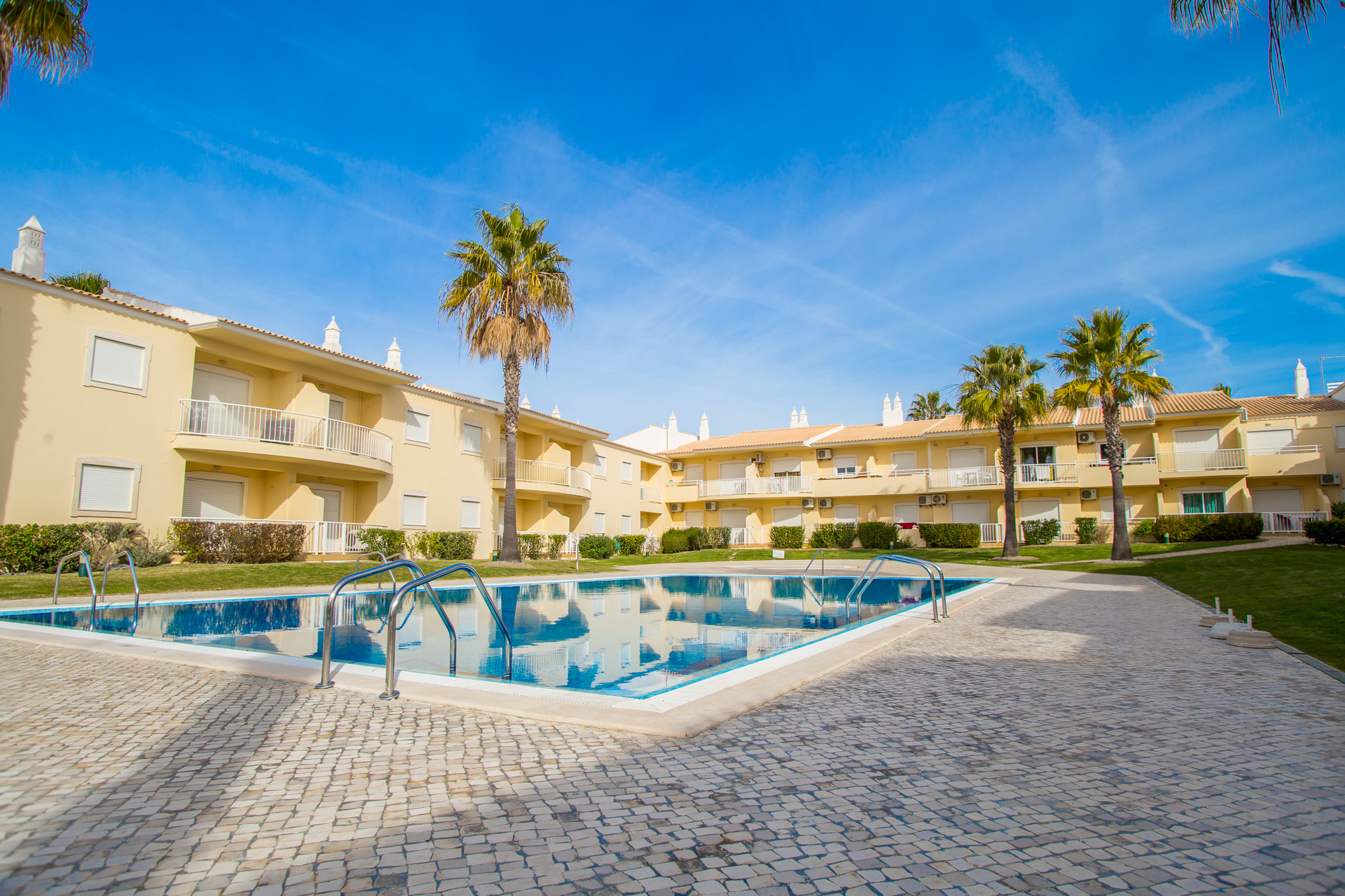 5 Vacation Rentals In Albufeira For An Amazing Family Holiday. Where To Stay In Algarve. Algarve Holidays. // WarmRental