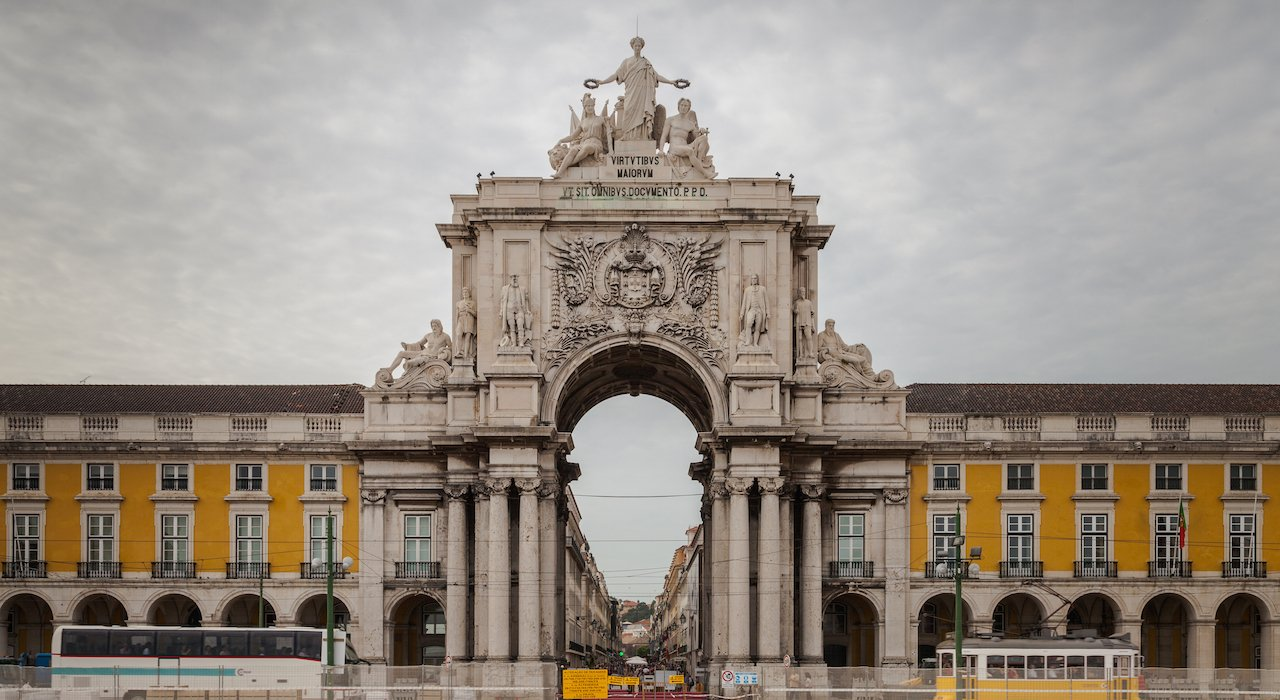 20 Things To Do In Lisbon That You Cannot Miss. What To Do In Lisbon. Lisbon Travel Guide. // WarmRental