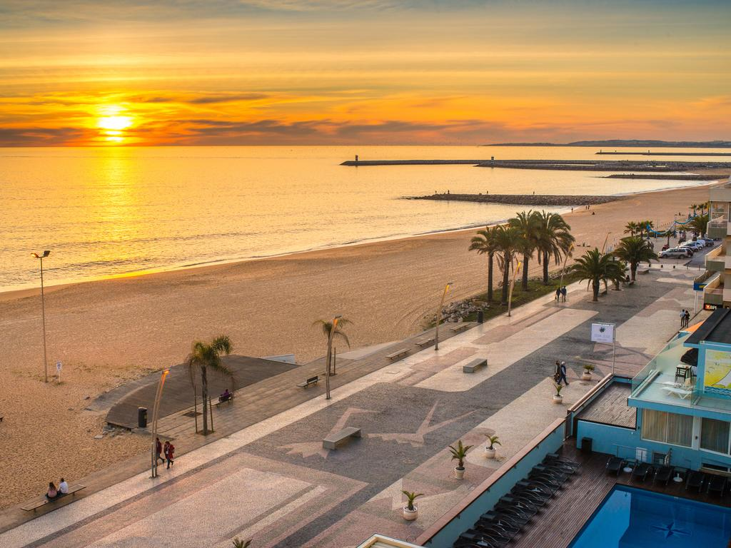 The Ultimate Guide To Where To Stay In The Algarve Algarve Travel Guide // WarmRental