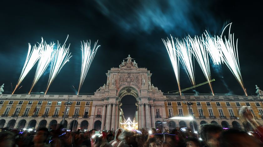 How To Celebrate New Year's Eve In Lisbon. New Year In Lisbon. New Year's Celebrations In Lisbon. What To Do In Lisbon. // Warmrental