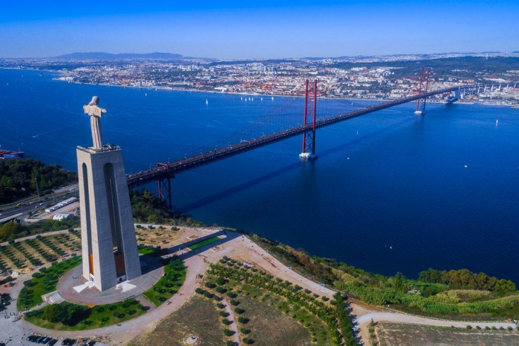 Cristo Rei // Os Melhores Miradouros Em Lisboa. Melhores Vistas de Lisboa // Warmrental