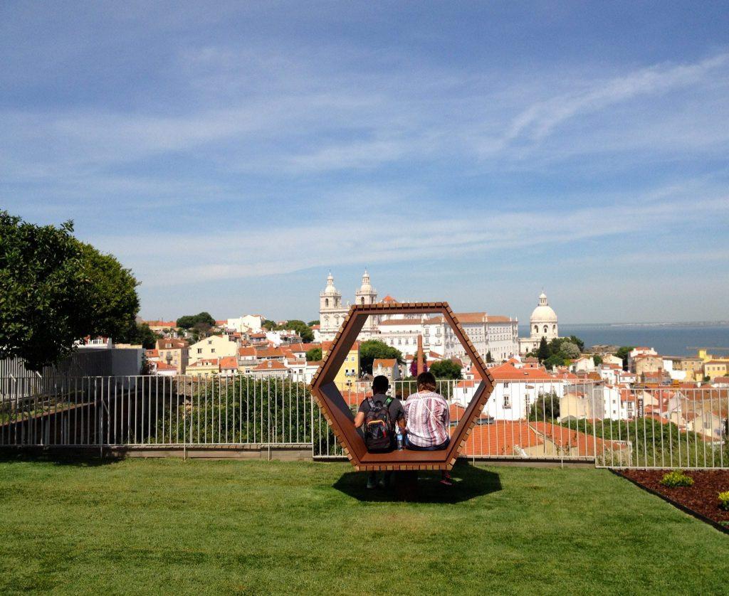 Miradouro do Recolhimento // Os Melhores Miradouros Em Lisboa. Melhores Vistas de Lisboa // Warmrental