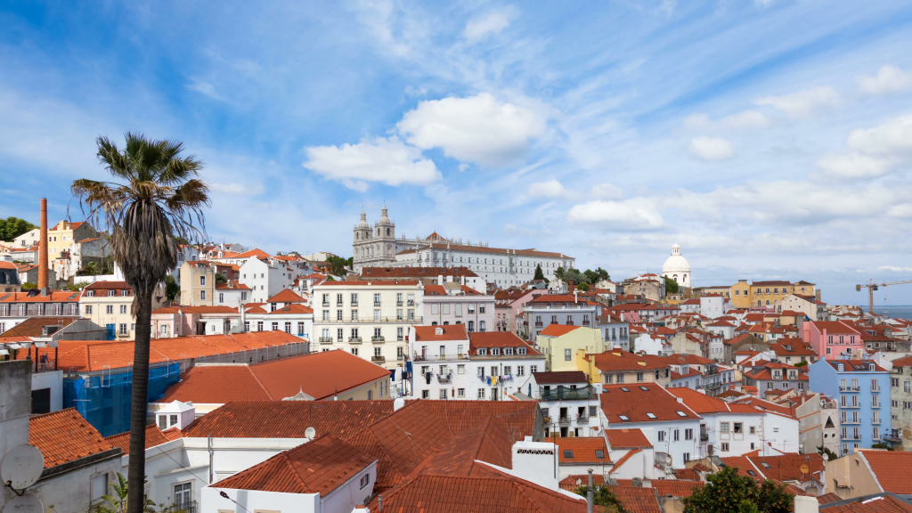 Portas do Sol Viewpoint // The Best Viewpoints In Lisbon // Warmrental