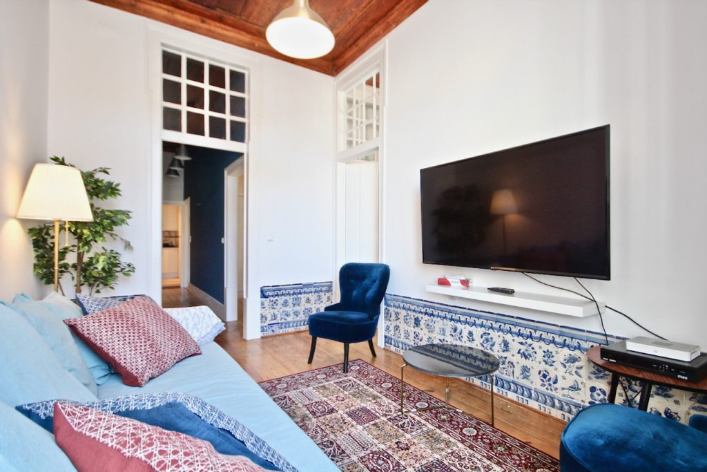 Chicory Apartment | Where To Stay In Lisbon At Christmas: 10 Cozy Apartments In Lisbon. Christmas In Lisbon. Rent Lisbon Apartment. // Warmrental