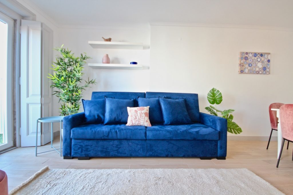 Galingale Apartment | Where To Stay In Lisbon At Christmas: 10 Cozy Apartments In Lisbon. Christmas In Lisbon. Rent Lisbon Apartment. // Warmrental