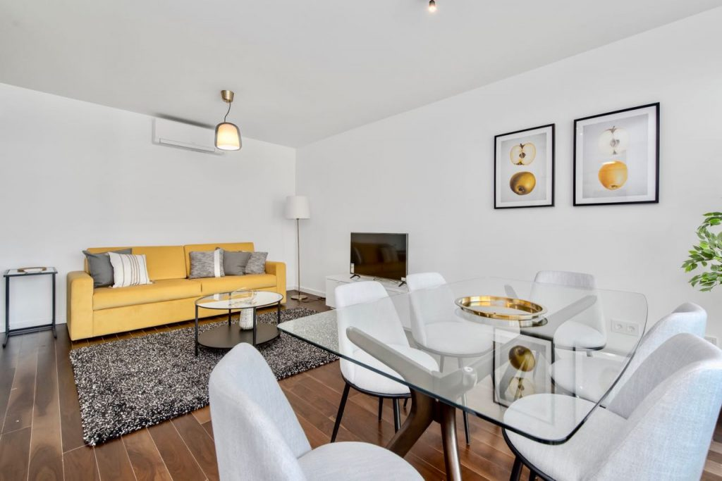 Lovage Yellow Apartment | Where To Stay In Lisbon At Christmas: 10 Cozy Apartments In Lisbon. Christmas In Lisbon. Rent Lisbon Apartment. // Warmrental
