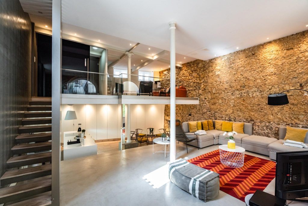 Marigold Apartment | Where To Stay In Lisbon At Christmas: 10 Cozy Apartments In Lisbon. Christmas In Lisbon. Rent Lisbon Apartment. // Warmrental