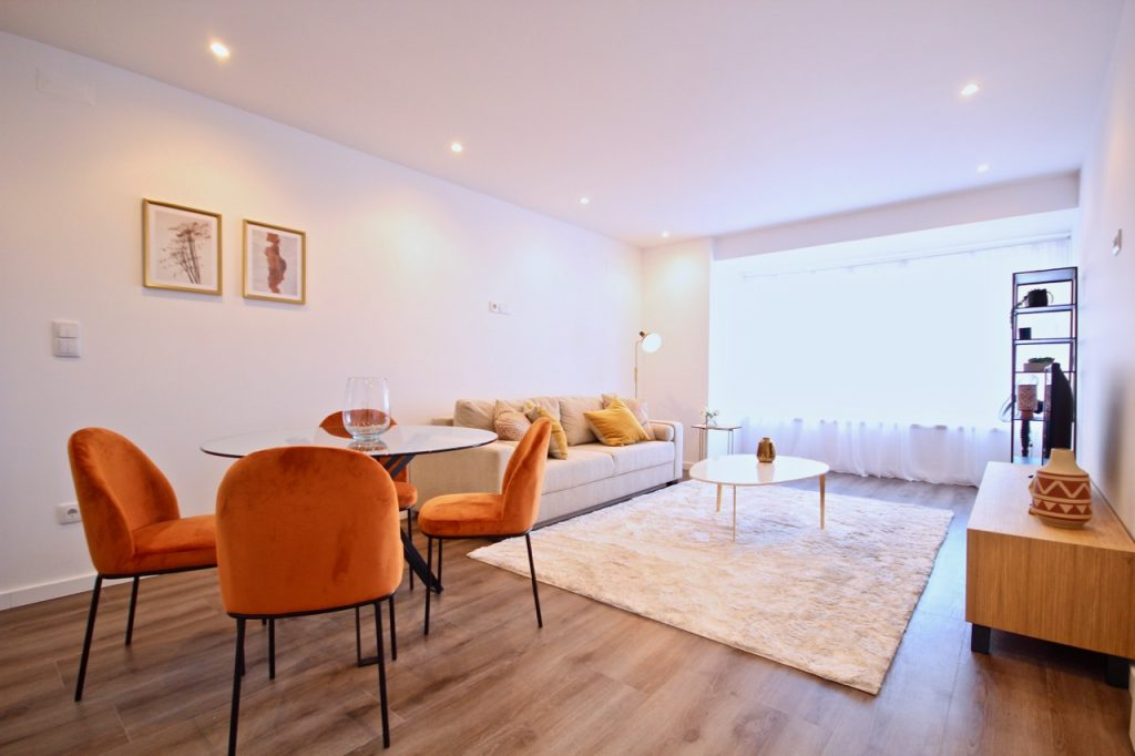 Savory Yellow Apartment | Where To Stay In Lisbon At Christmas: 10 Cozy Apartments In Lisbon. Christmas In Lisbon. Rent Lisbon Apartment. // Warmrental