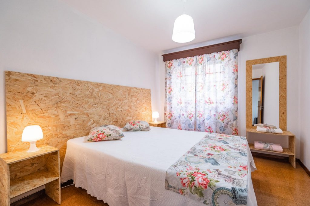 Easter Holiday Suggestions In Portugal. Easter Nazaré. Easter Vacation Rental // Warmrental