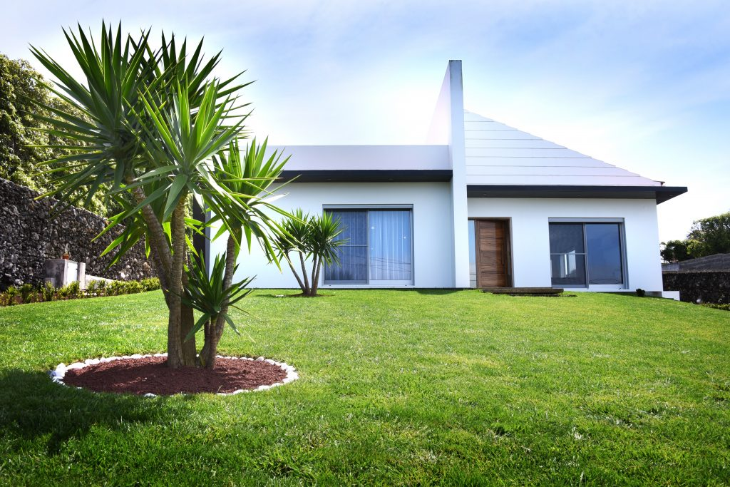 Easter Holiday Suggestions In Portugal. Easter Azores. Easter Vacation Rental // Warmrental