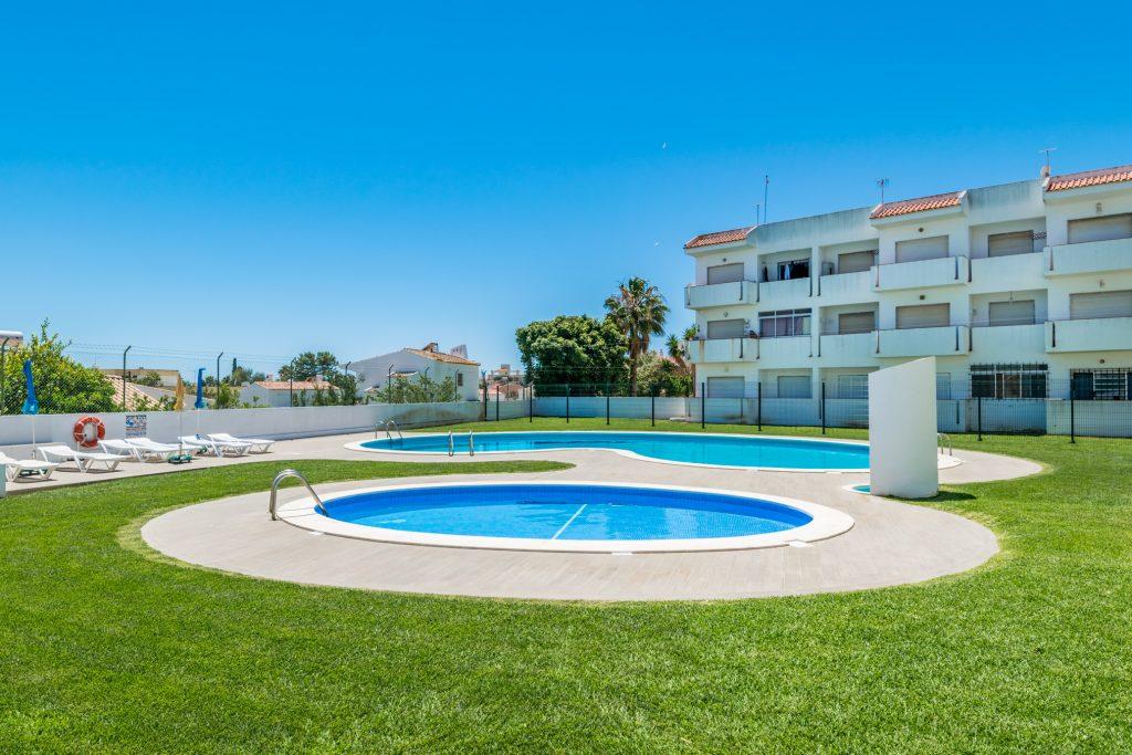 Férias no Algarve em Setembro? 9 Sugestões Fantásticas - apartamento piscina albufeira