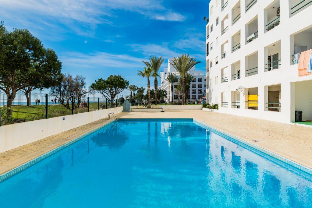 Férias no Algarve em Setembro? 9 Sugestões Fantásticas - apartamento piscina quarteira