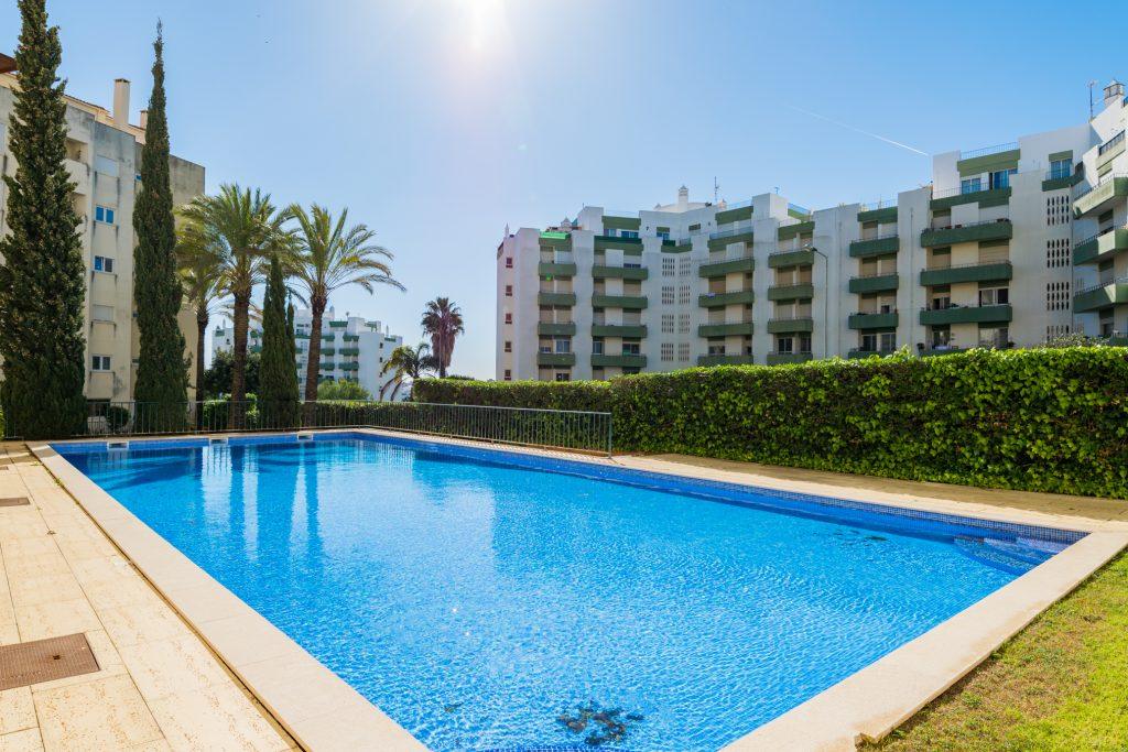 Férias no Algarve em Setembro? 9 Sugestões Fantásticas - apartamento piscina portimao