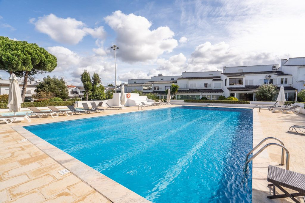 12 Pet Friendly Vacation Rentals In Portugal   12 Pet Friendly Vacation Rentals In Setubal   Warmrental