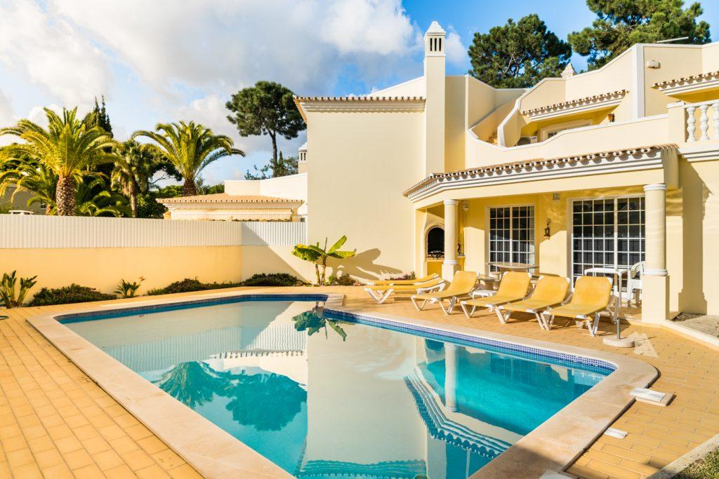 12 Pet Friendly Vacation Rentals In Portugal   12 Pet Friendly Vacation Rentals In Vilamoura   Warmrental.jpg