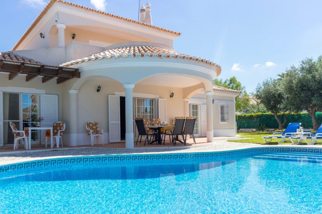 Casas de Férias no Algarve Com Piscina Privada   Verão 2022