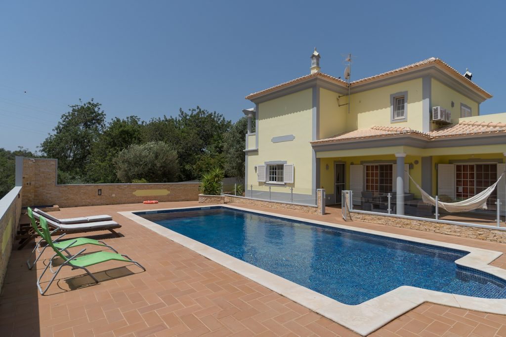 10 Isolated Villas For A Holiday In The Algarve | Vacation Rental In Alcantarilha | Private Pool Barbecue | Warmrental