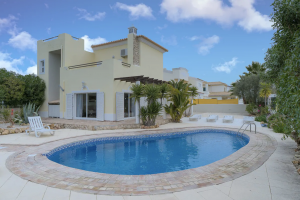 6 Pet-Friendly Vacation Rentals In Algarve With Private Pool