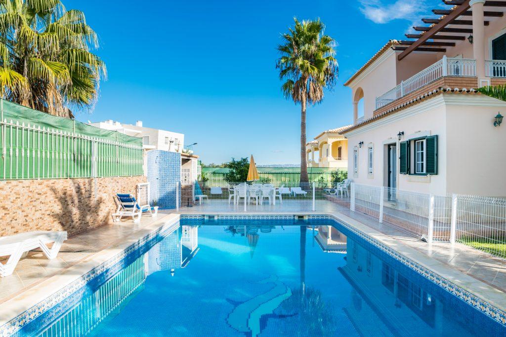 Algarve 2021 | casas de férias com piscina que aceitam animais | casas de férias com piscina privada algarve | Armação de Pêra | Warmrental