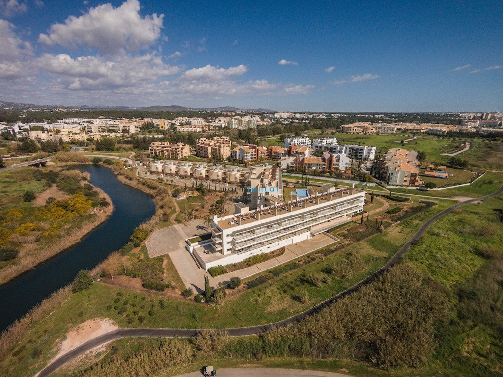 vilamoura chatrooms Visit hilton vilamoura as cascatas golf resort and spa with destinology find the best deals at this luxurious hotel based in vilamoura.